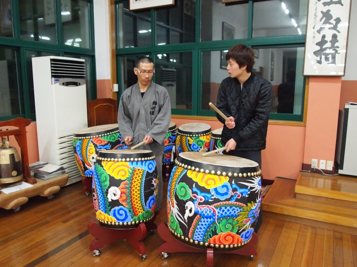 Koreans playing drums at Golgulsa Sunmudo Temple near Gyeongju, Korea