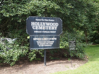 Sign to Hollywood Cemetery