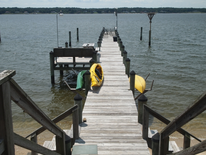 pier with kayaks
