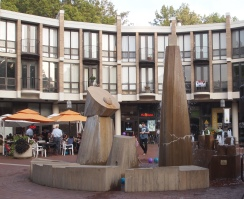 fountain at the center of Lake Anne Plaza