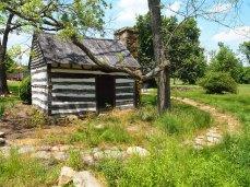 little log cabin at Hiddencroft Vineyards