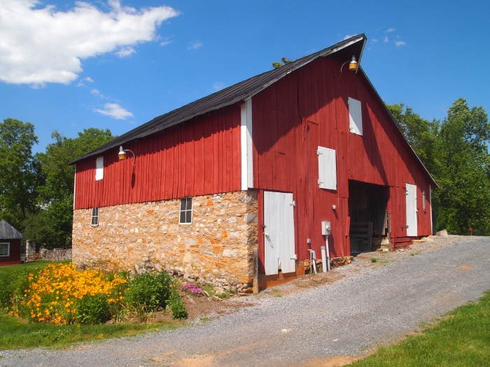 Barn on the grounds of the museum