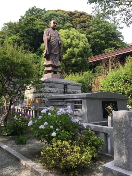 Statue of Nichiren at Myohonji