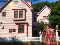 pink house in Kawasaki