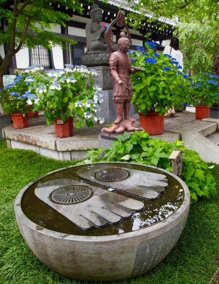 Buddha's footprints at Hasedera